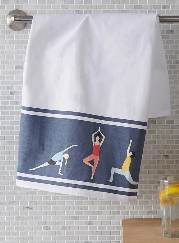 drei yoga figuren geschirttücher muster