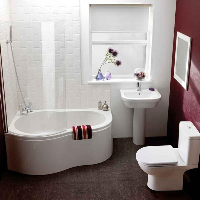 eckwanne modernes design stilvoller bodenbelag elegante rote wände