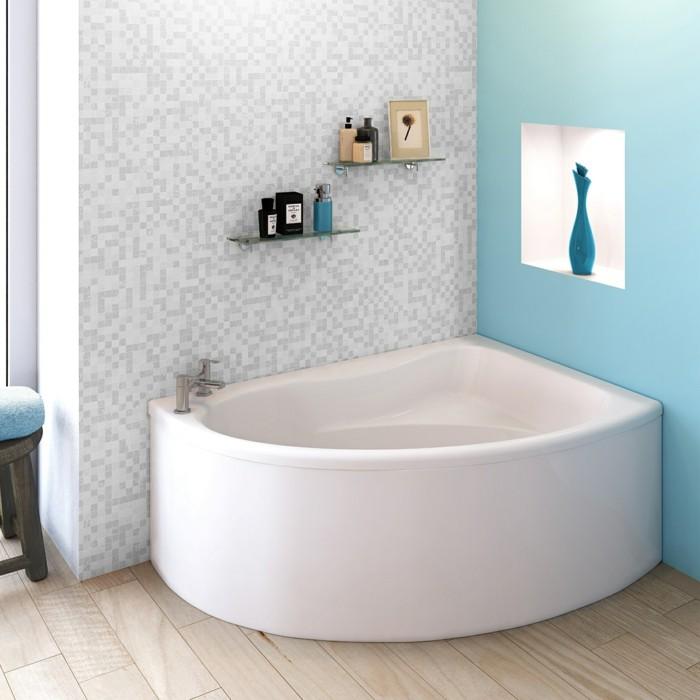 eckwanne weiße badewanne hellblaue wand dielenboden
