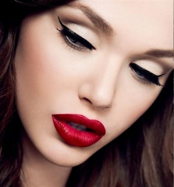 eyeliner und lange wimpern