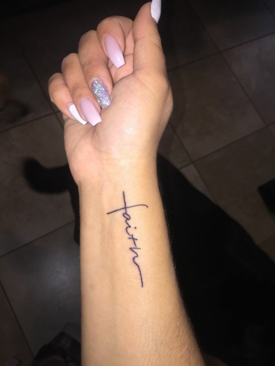 faith tattoo handgelenk idee