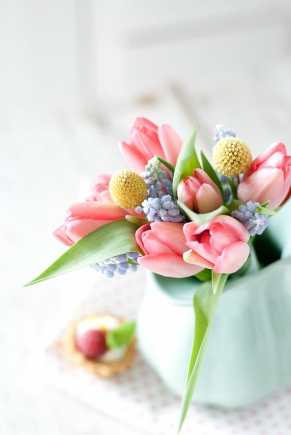 frühlingsblumen deko blumen arrangieren ideen