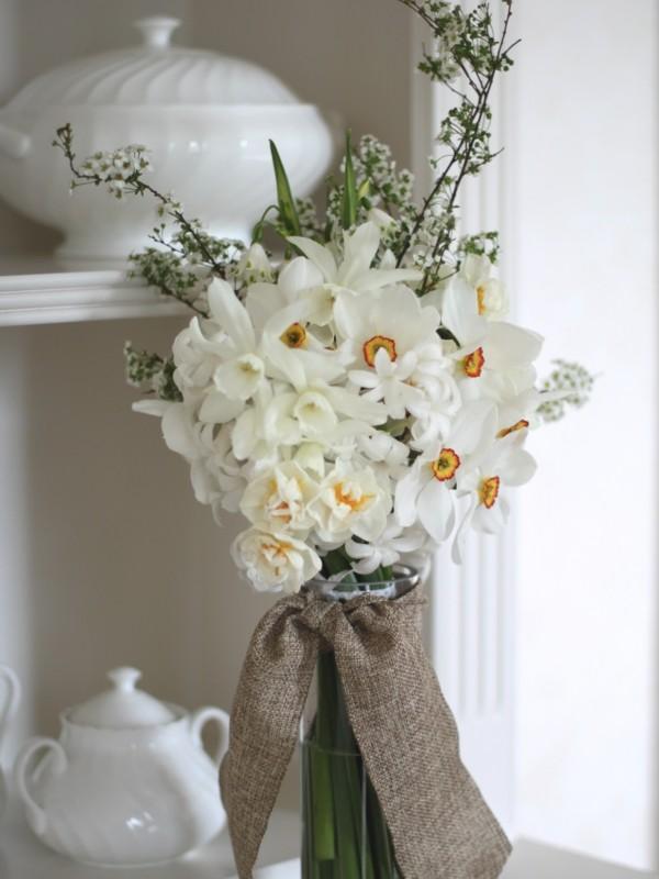 frühlingsblumen deko weiße narzisse dekoideen wohnung