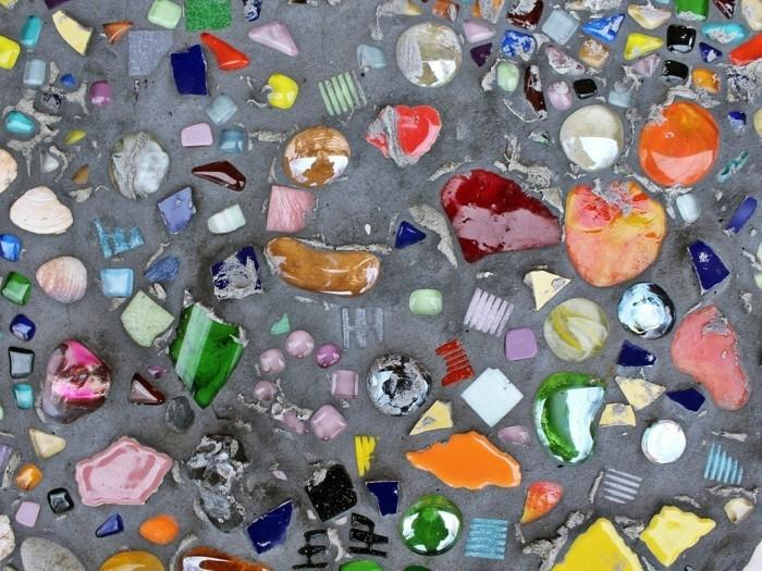 gartenweg anlegen upcycling ideen weinflaschen kunstvoll