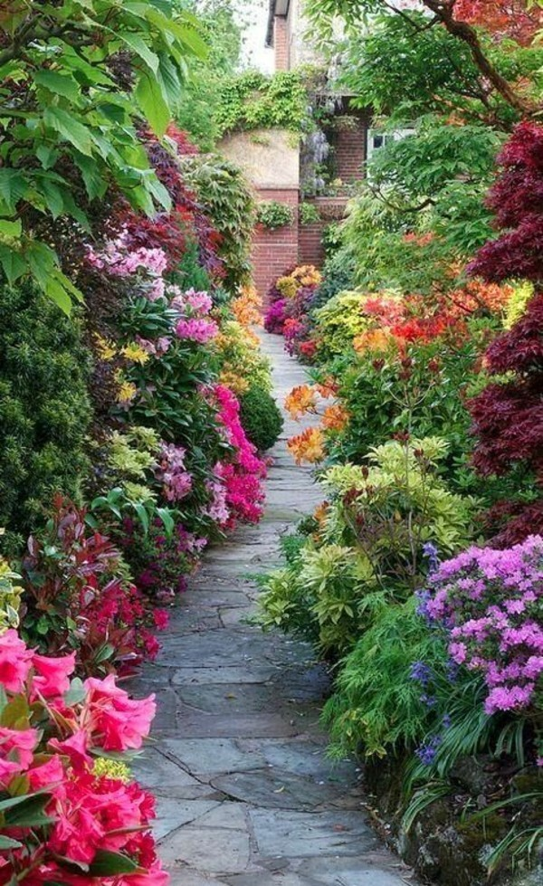 Gartenweg ideen mit pflanzen und blumen damit der weg - Rindenmulch als gartenweg ...