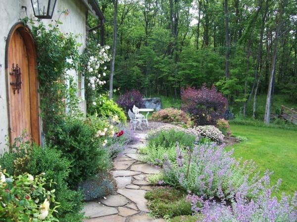 gartenweg ideen naturstein pflanzen schöne gartengestaltung