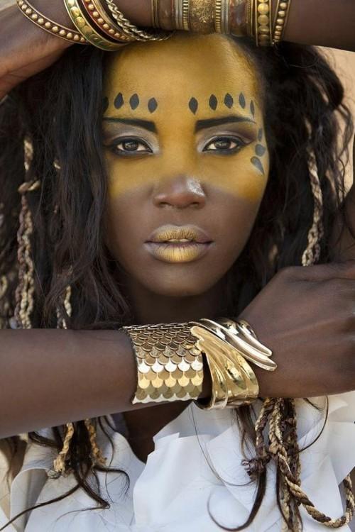 gelbes gesicht gesichtsbemalung indianer