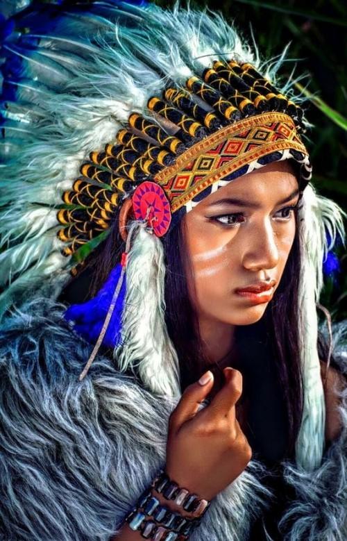 gesichtsbemalung indianer bunter kostüm