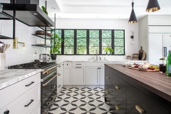 küche schwarz weiß zementfliesen