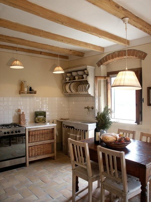 küchen inspiration italienisches design holzbalken helle wandfarben