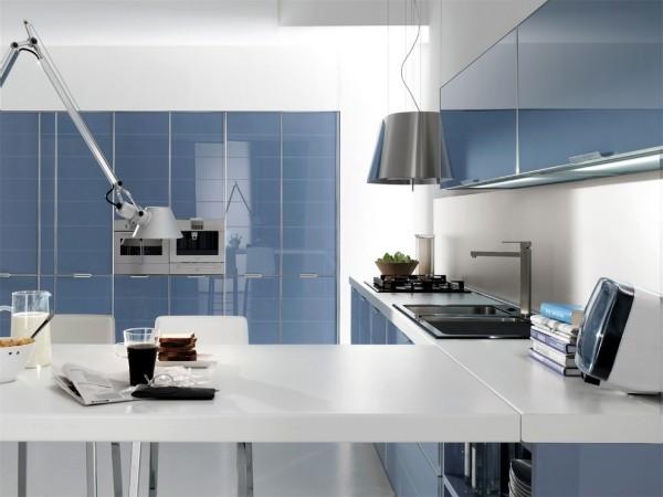 küchen inspiration weiße arbeitsoberfläche blaue schränke
