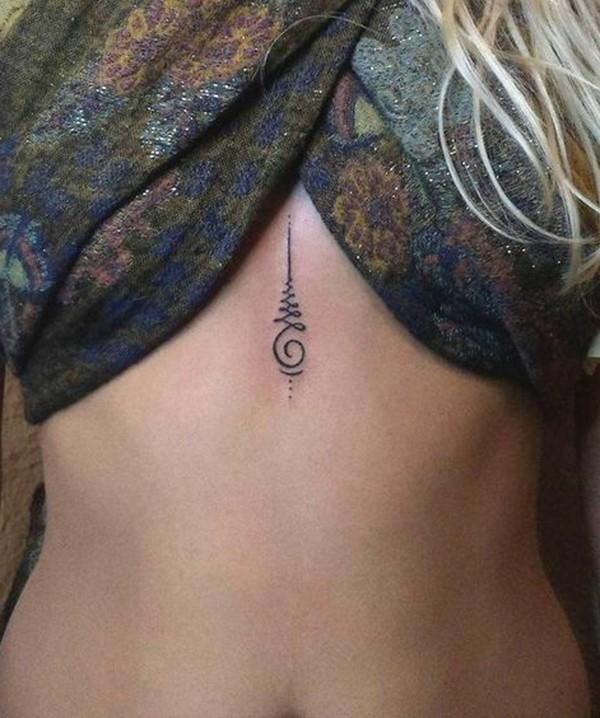 kleine tattoos frauen brust
