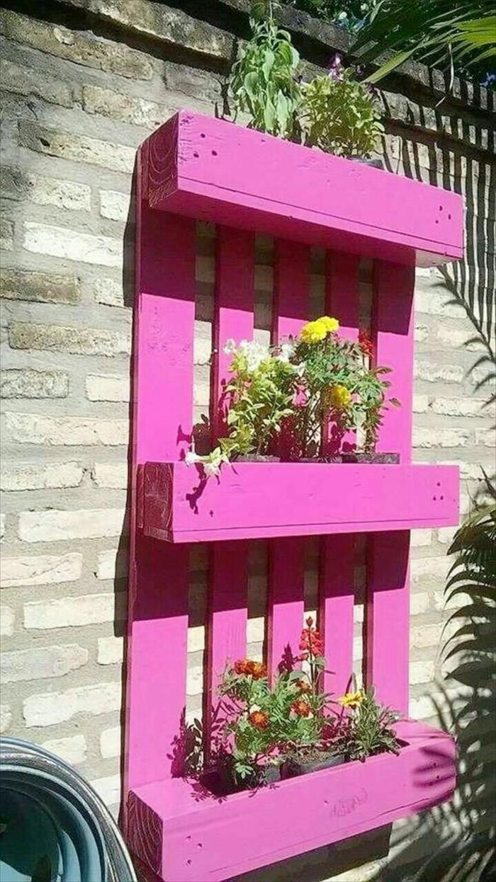 kuehlraum paletten gartenmoebel rosa