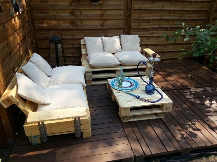 Balkonmöbel aus europaletten  Paletten Gartenmöbel versprechen schlichte Eleganz und nachhaltigen ...