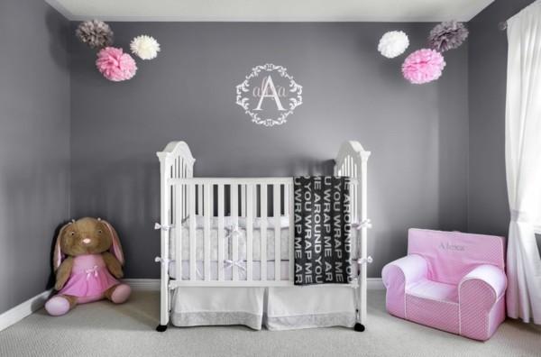 mädchen babyzimmer grau rosa kombinieren teppichboden weiße gardinen