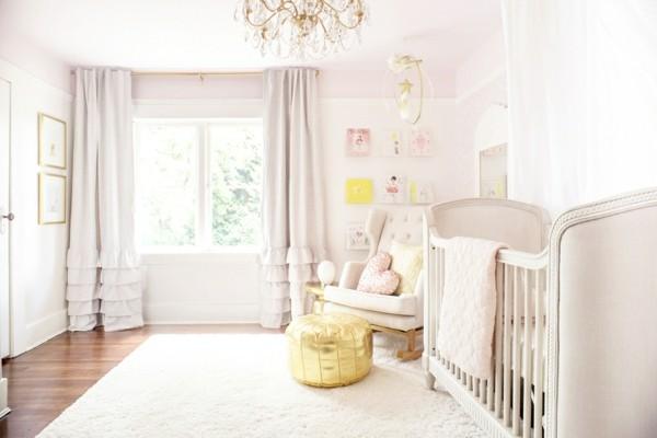 mädchen babyzimmer helle rosatöne goldene akzente