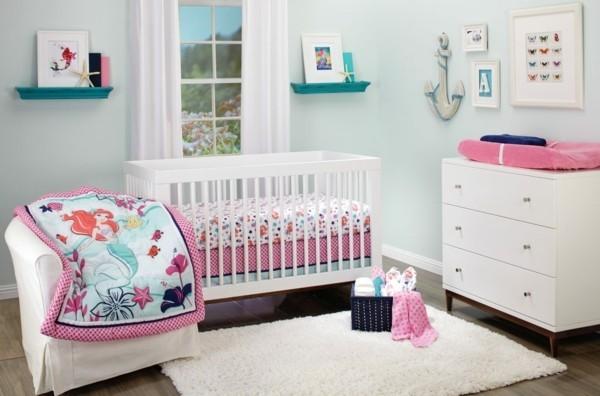mädchen babyzimmer weiße möbel weißer teppich rosa elemente