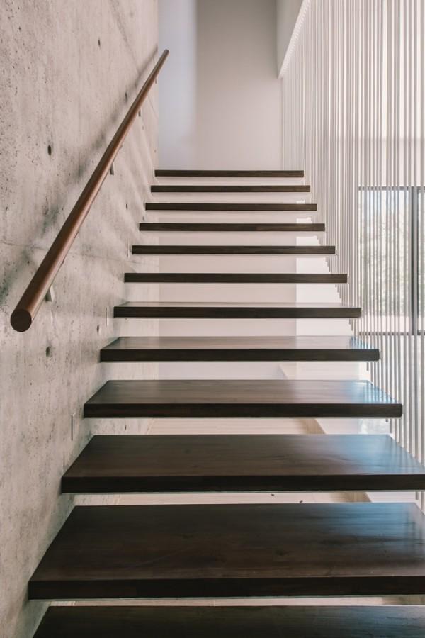 moderne architektur stufen in der treppe
