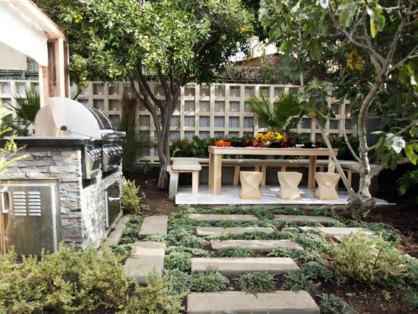 outdoor küche garten lounge garten mit steinen und holz