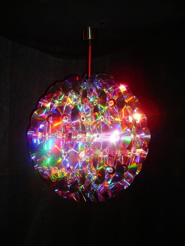 recycling bastelin mit cds upcycling ideen wand deko ideen kerzenstaender lichtreflektor