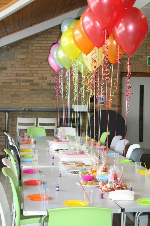 regenbogen ballons tafeldeko ideen geburtstagstisch dekorieren