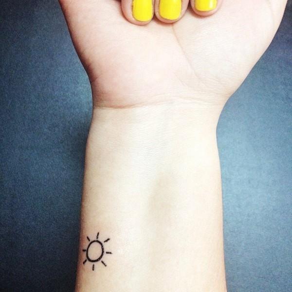 sonne tattoos frauen mini tätowierung unterarm