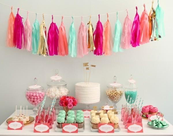 tafeldeko ideen bunte papierquasten cupcakes bonbons