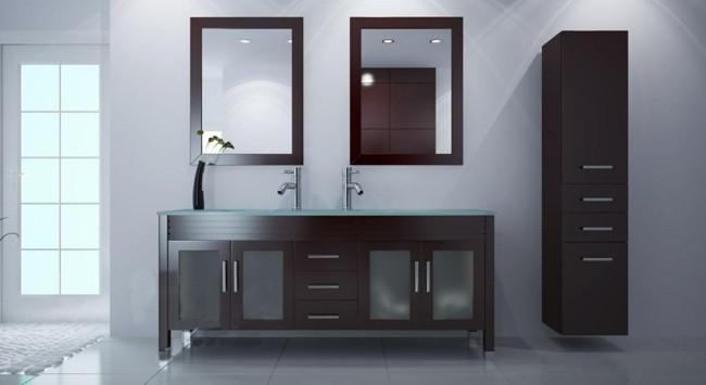 zwei rechteckige Badezimmerspiegel
