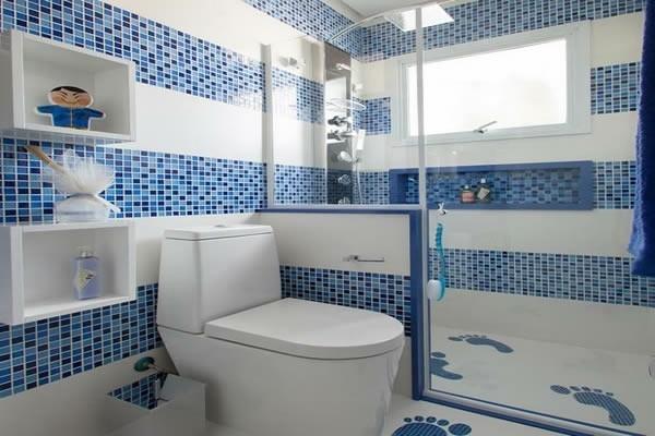 Blau-weißes Konzept bad neu gestalten