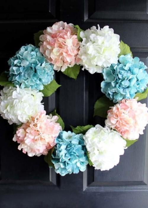 Blumenkranz Hortensien zarte Farben schmücken Haustür