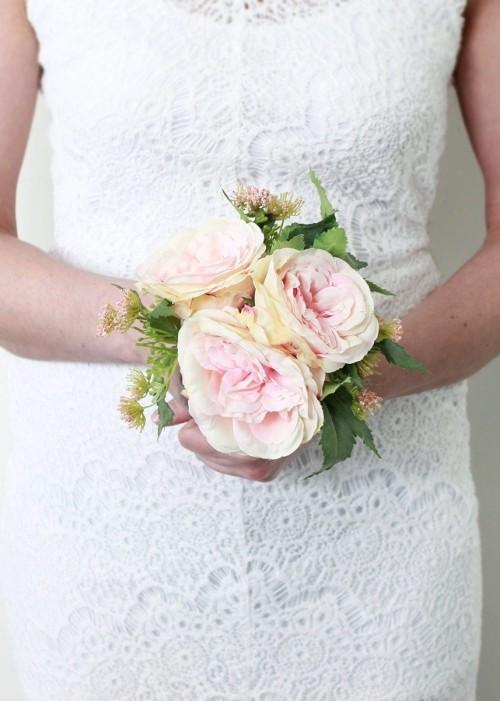 Brautstrauß klein aus Pfingstrosen
