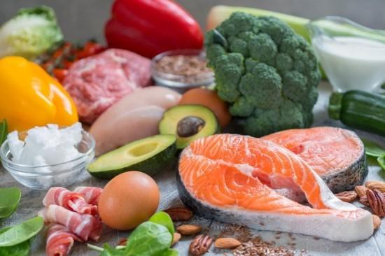 Gesundes Essen ketogene Diät fettre3ich ohne Kohlenhydrate wenig Proteine