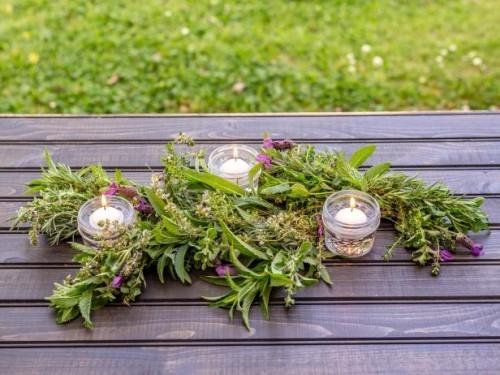Girlande frische Kräutern Teelichter zur Schau stellen