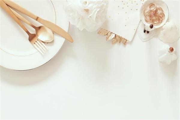 Hochzeit planen organisieren durchführen Tisch