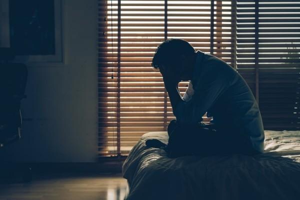 Keinen guten Nachtschlaf haben einen ärztlichen Rat und Auszeit benötigen