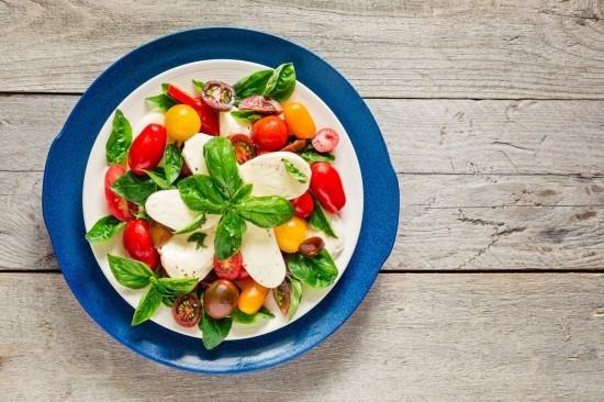 Ketogene Diät Caprese Salat gesund fettreich ohne Kohlenhydrate