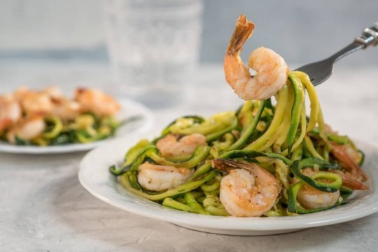 Ketogene Diät Shrimps Zucchini Nudeln