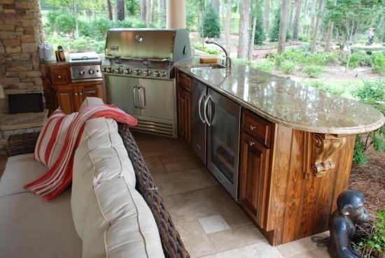 Outdoor Küche überdacht kochen backen alles Notwendige plus Sitzecke