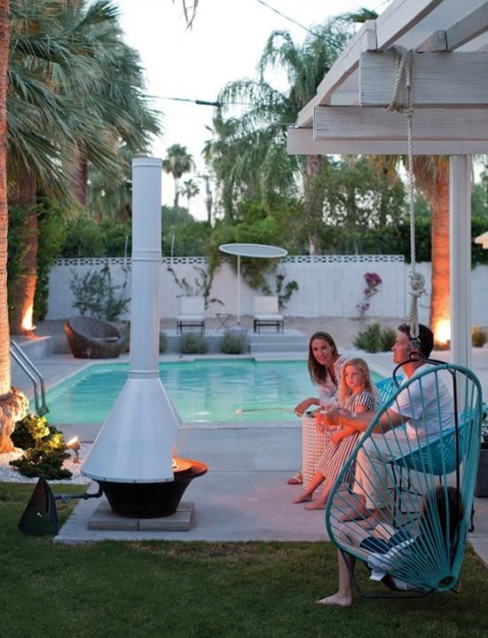 Pools im Garten abends Kaminofen gemütliches Familienleben