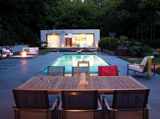Pools im Garten abends sehr romantisch aussehen