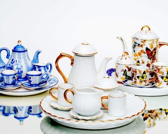 Schöne englische Teeservices