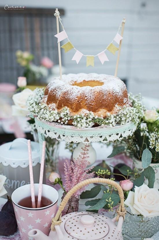 Vintage Tee Party Deko gemütlich einladend Tee Kuchen