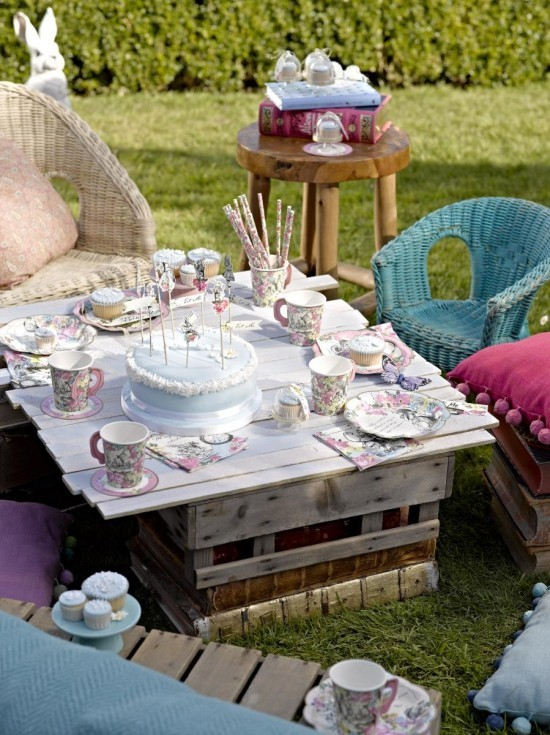 vintage tee party deko die alte tradition erscheint im. Black Bedroom Furniture Sets. Home Design Ideas