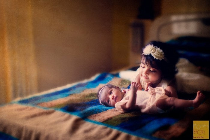 baby fotos ideen fotoshooting ideen kreativ lustige babybilder geschwisterliebe