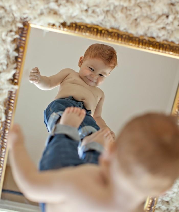 baby fotos ideen fotoshooting ideen kreativ lustige babybilder im spiegel