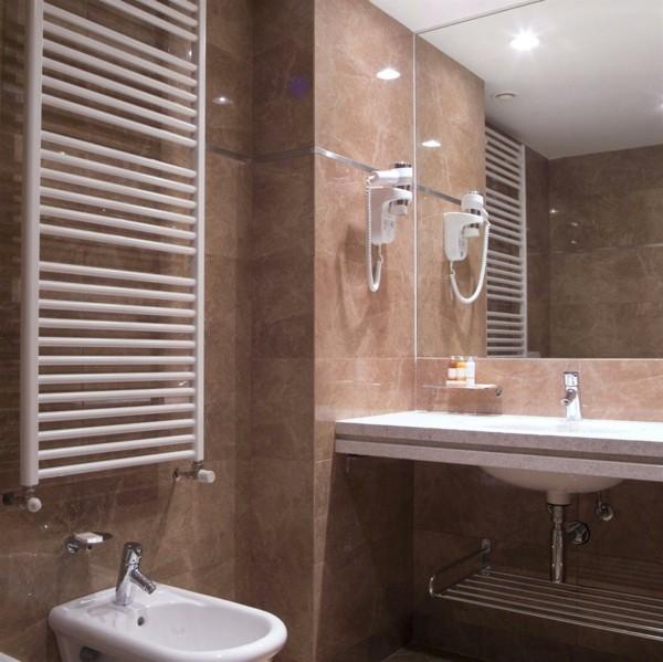 badezimmer braun elegantes baddesign kleines bad
