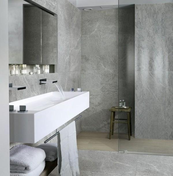 badezimmer grau graue badfliesen schönes weißes waschbecken