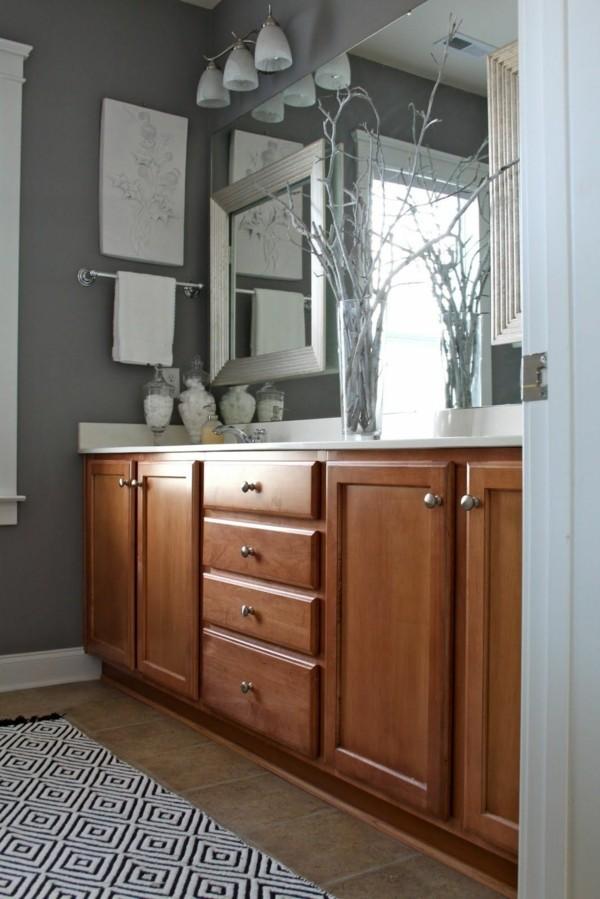 badezimmer grau graue wände hölzerner schrank
