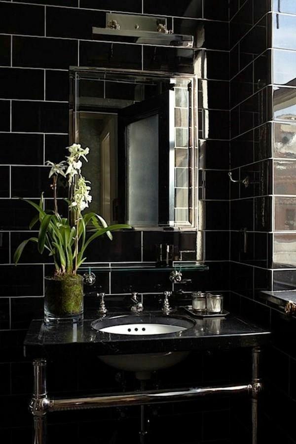badezimmer schwarz glänzende badezimmerfliesen schwarzer waschtisch