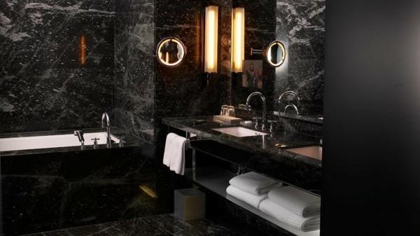 badezimmer schwarz luxuriöses baddesign spiegeloberflächen